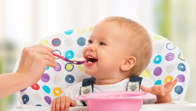 Introducing Solids: Is It Best to Wait Until 6 Months?